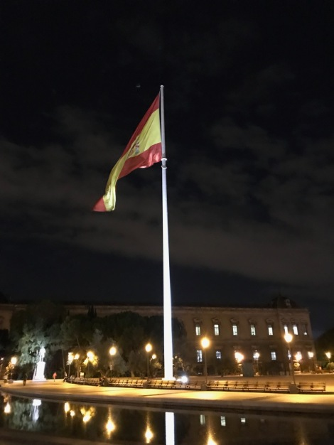 La bandera de la plaza Colon